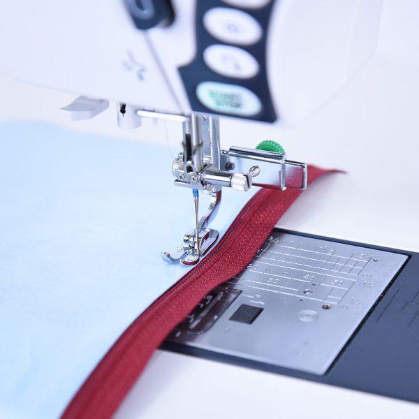 adjustable zipper foot